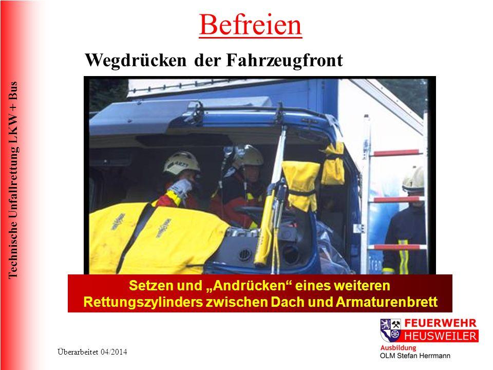 Technische Unfallrettung LKW + Bus Überarbeitet 04/2014 Setzen und Andrücken eines weiteren Rettungszylinders zwischen Dach und Armaturenbrett Befreien Wegdrücken der Fahrzeugfront