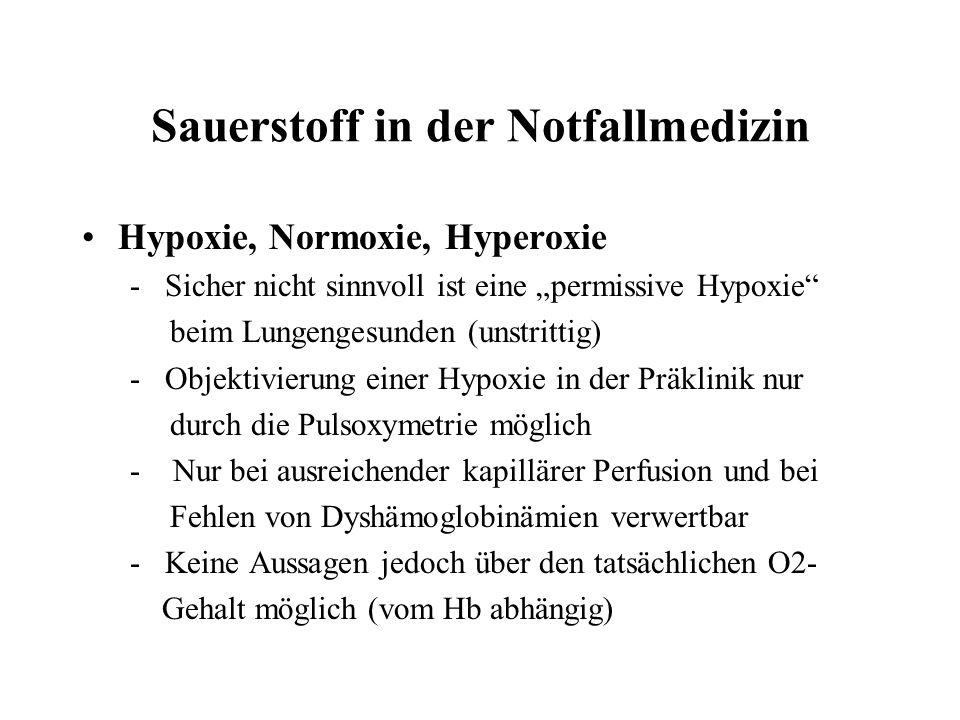 Sauerstoff in der Notfallmedizin Hypoxie, Normoxie, Hyperoxie - Sicher nicht sinnvoll ist eine permissive Hypoxie beim Lungengesunden (unstrittig) - Objektivierung einer Hypoxie in der Präklinik nur durch die Pulsoxymetrie möglich - Nur bei ausreichender kapillärer Perfusion und bei Fehlen von Dyshämoglobinämien verwertbar - Keine Aussagen jedoch über den tatsächlichen O2- Gehalt möglich (vom Hb abhängig)