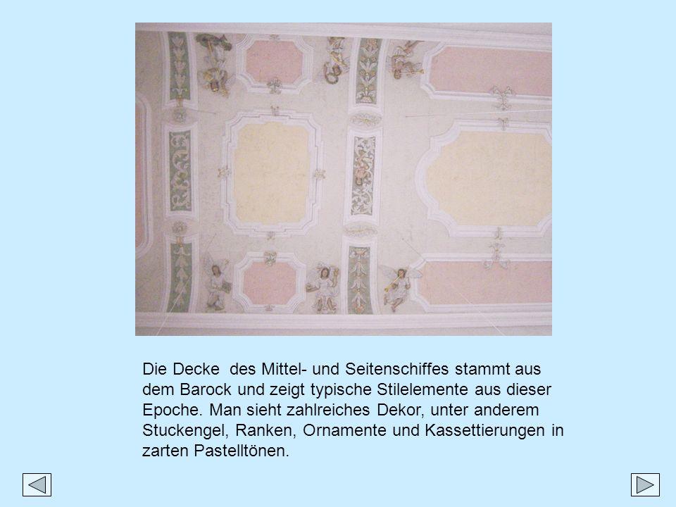 Die Decke des Mittel- und Seitenschiffes stammt aus dem Barock und zeigt typische Stilelemente aus dieser Epoche. Man sieht zahlreiches Dekor, unter a