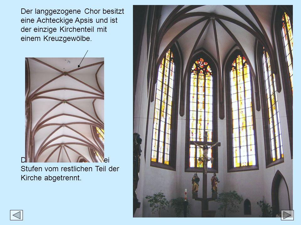 Der langgezogene Chor besitzt eine Achteckige Apsis und ist der einzige Kirchenteil mit einem Kreuzgewölbe. Dieser Raum ist durch drei Stufen vom rest