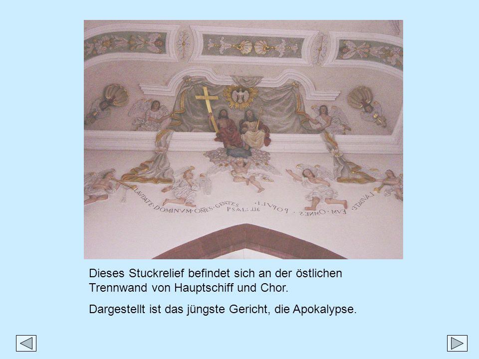 Dieses Stuckrelief befindet sich an der östlichen Trennwand von Hauptschiff und Chor. Dargestellt ist das jüngste Gericht, die Apokalypse.