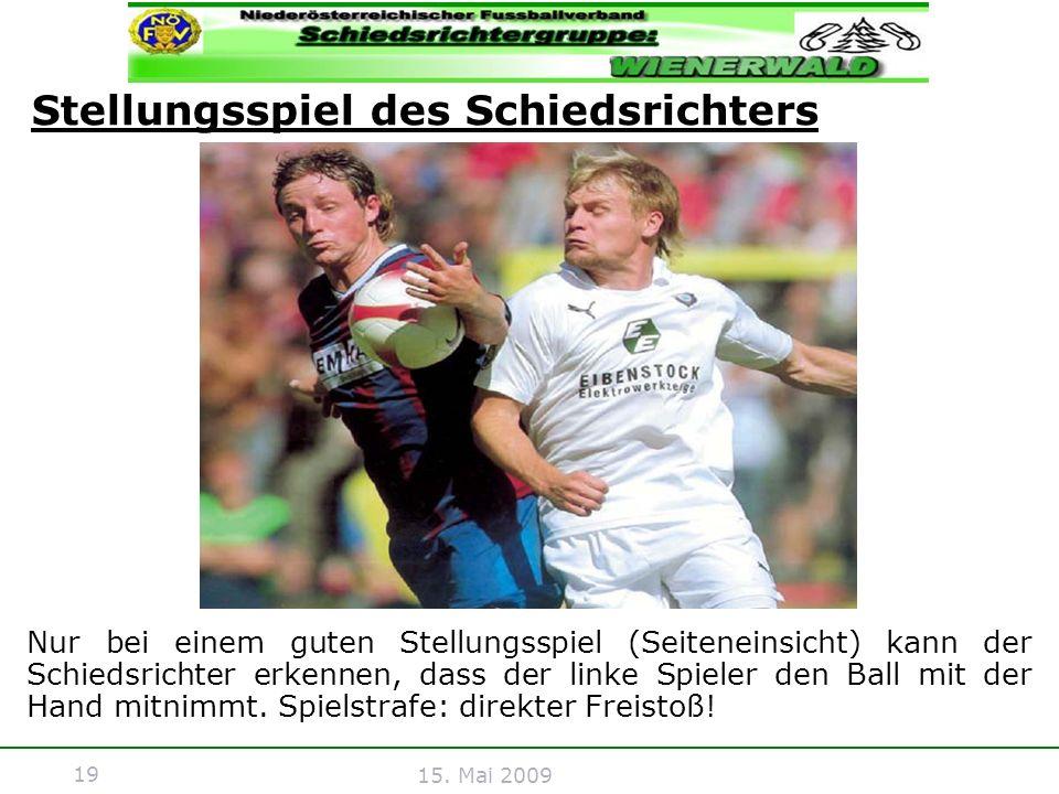 19 15. Mai 2009 Nur bei einem guten Stellungsspiel (Seiteneinsicht) kann der Schiedsrichter erkennen, dass der linke Spieler den Ball mit der Hand mit