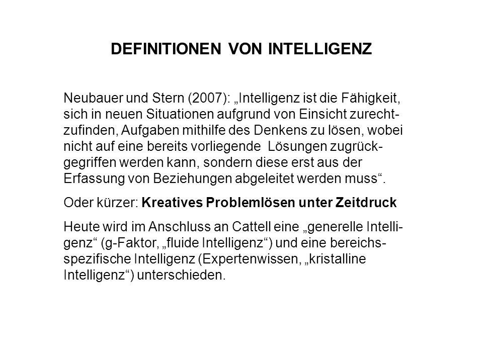 DEFINITIONEN VON INTELLIGENZ Neubauer und Stern (2007): Intelligenz ist die Fähigkeit, sich in neuen Situationen aufgrund von Einsicht zurecht- zufind