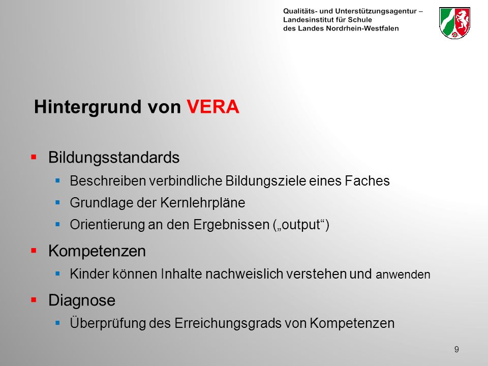 Hintergrund von VERA Bildungsstandards Beschreiben verbindliche Bildungsziele eines Faches Grundlage der Kernlehrpläne Orientierung an den Ergebnissen (output) Kompetenzen Kinder können Inhalte nachweislich verstehen und anwenden Diagnose Überprüfung des Erreichungsgrads von Kompetenzen 9