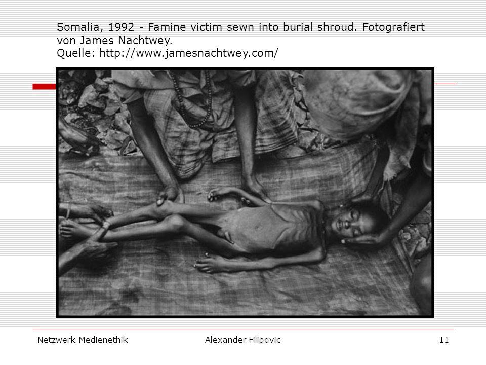Netzwerk MedienethikAlexander Filipovic11 Somalia, 1992 - Famine victim sewn into burial shroud. Fotografiert von James Nachtwey. Quelle: http://www.j