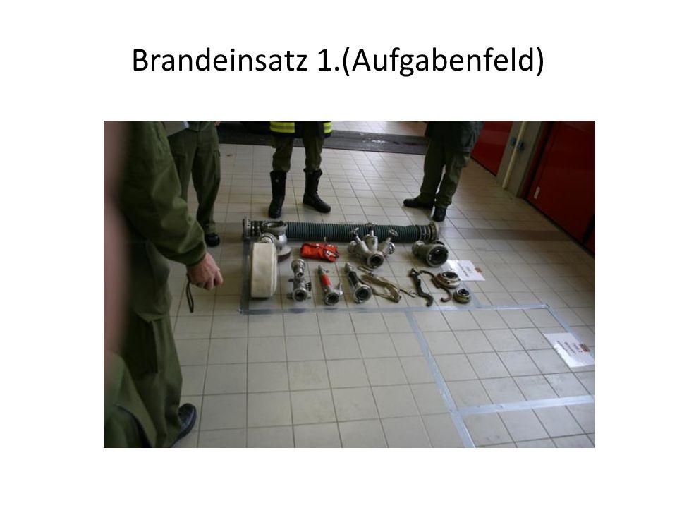 Brandeinsatz Übung 3 Herstellen einer Saugleitung bis zur Tragkraftspritze.