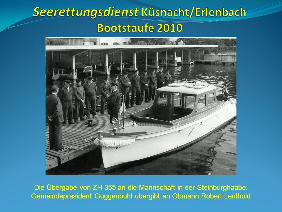 Die Übergabe von ZH 355 an die Mannschaft in der Steinburghaabe.