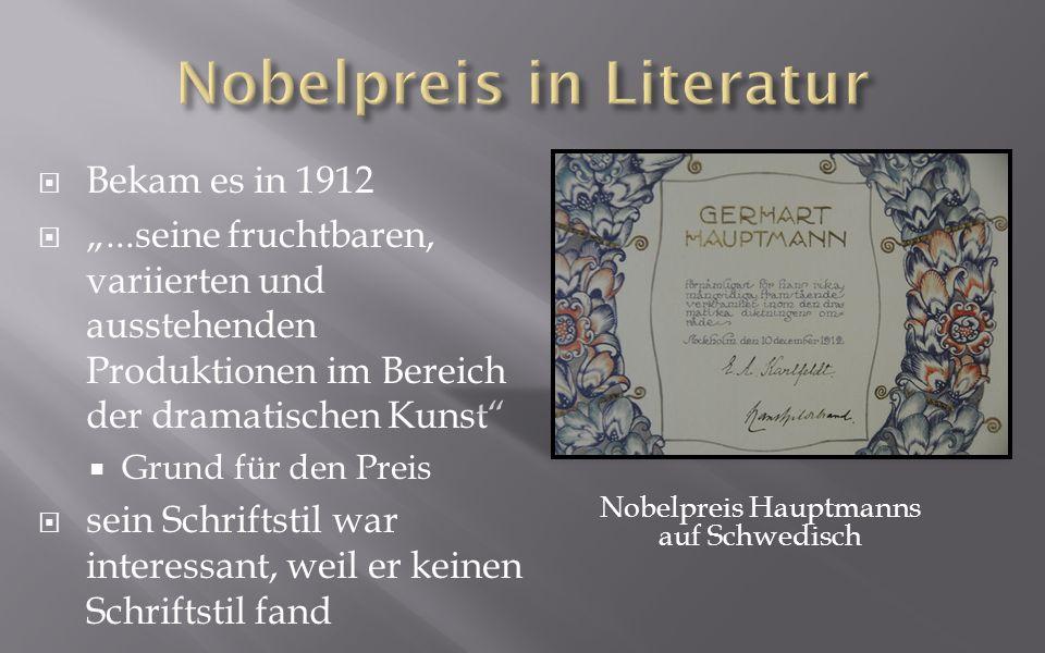 Bekam es in 1912...seine fruchtbaren, variierten und ausstehenden Produktionen im Bereich der dramatischen Kunst Grund für den Preis sein Schriftstil war interessant, weil er keinen Schriftstil fand Nobelpreis Hauptmanns auf Schwedisch
