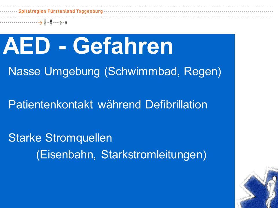 AED - Gefahren Nasse Umgebung (Schwimmbad, Regen) Patientenkontakt während Defibrillation Starke Stromquellen (Eisenbahn, Starkstromleitungen)
