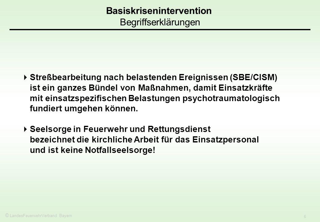© LandesFeuerwehrVerband Bayern 6 Streßbearbeitung nach belastenden Ereignissen (SBE/CISM) ist ein ganzes Bündel von Maßnahmen, damit Einsatzkräfte mi