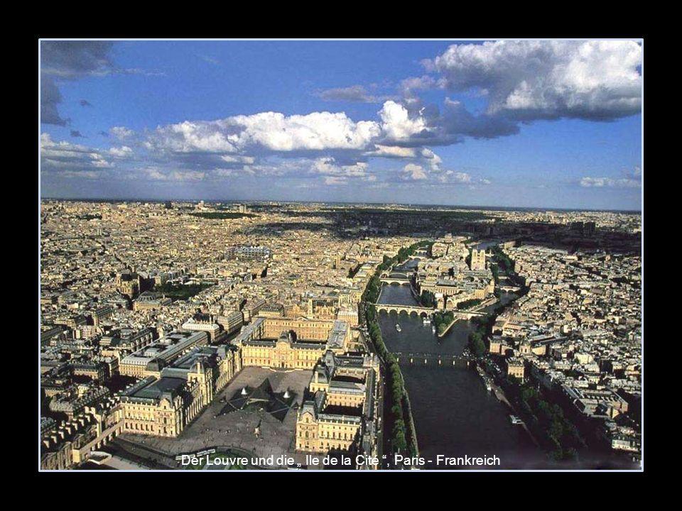 Der Louvre und die Ile de la Cité, Paris - Frankreich