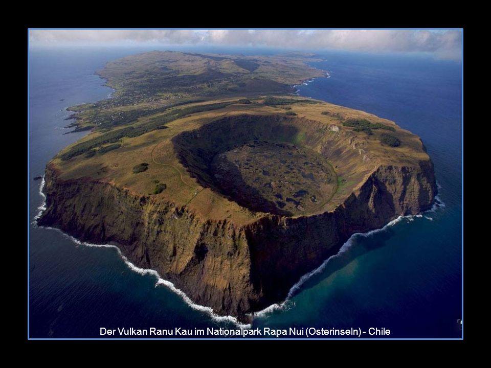 Der Vulkan Ranu Kau im Nationalpark Rapa Nui (Osterinseln) - Chile