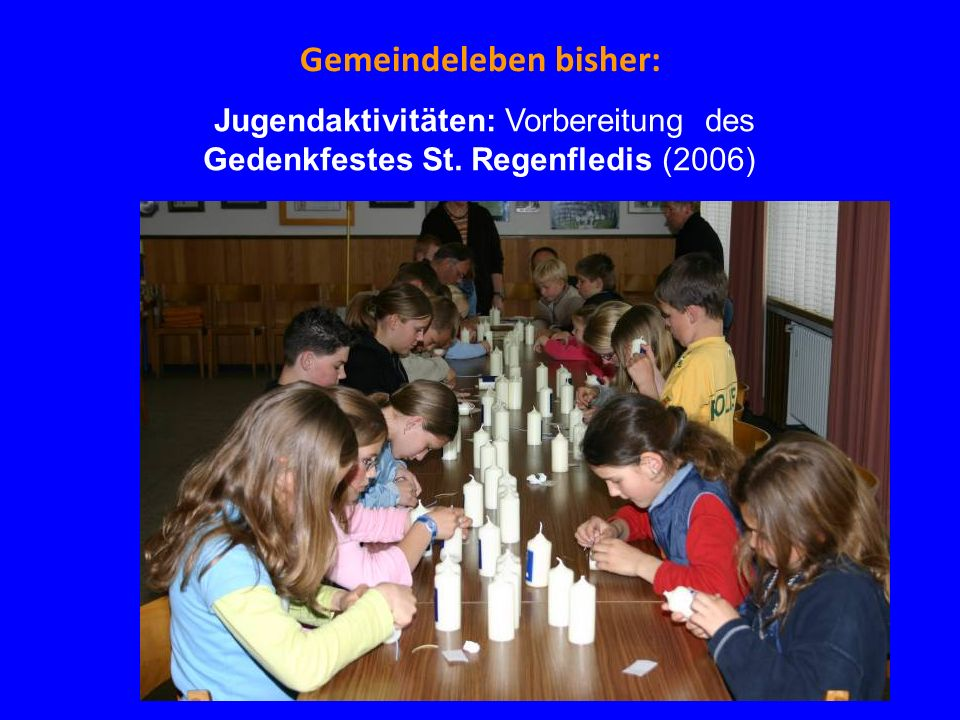 Gemeindeleben bisher: Uns schickt der Himmel - Gemeinschaftswerk Senioren und Jugend (2009) Nach der gemeinsamen Arbeit schmecken Kaffee, Kakao und Kuchen vorzüglich.