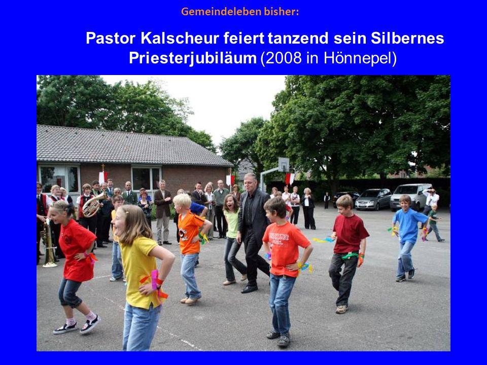 Gemeindeleben bisher: Pastor Kalscheur feiert tanzend sein Silbernes Priesterjubiläum (2008 in Hönnepel)