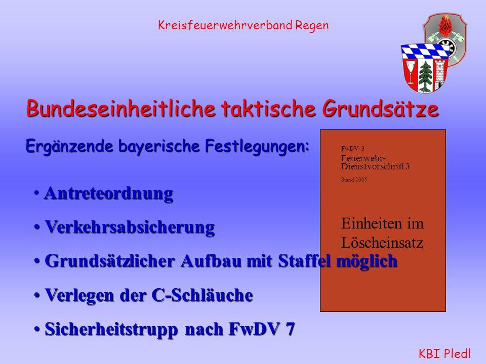 Kreisfeuerwehrverband Regen KBI Pledl Angriffstrupp: nach Öffnen des Druckabganges für das 1.
