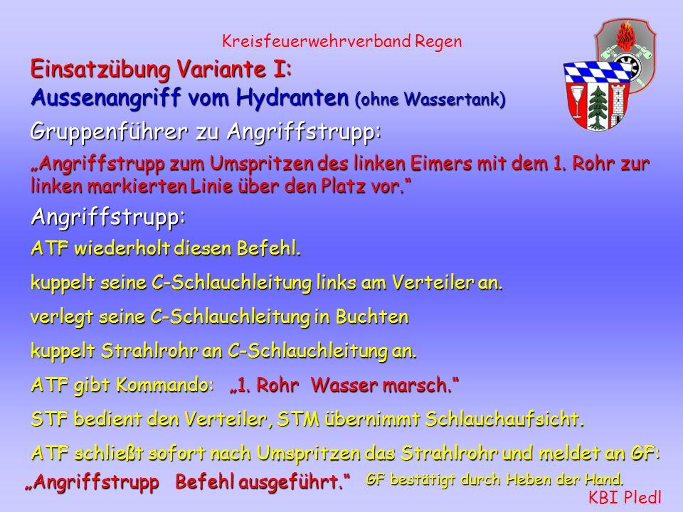 Kreisfeuerwehrverband Regen KBI Pledl Schlauchtrupp: rüstet sich mit Warndreiecken und Warnleuchten aus. stellt sie 30 m vom Löschfahrzeug und 30 m vo