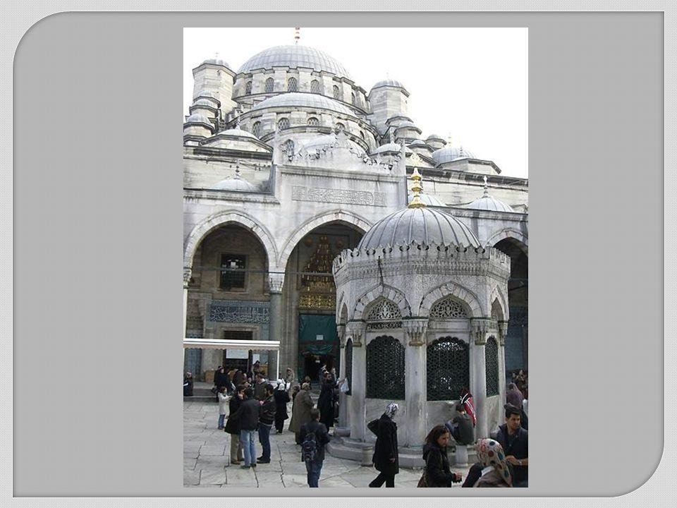 Neue Moschee (Yeni Camii) Den Auftrag für den Bau der Neuen Moschee erteilte im Jahr 1597 Safiye Sultan, die Frau von Sultan Murat III.