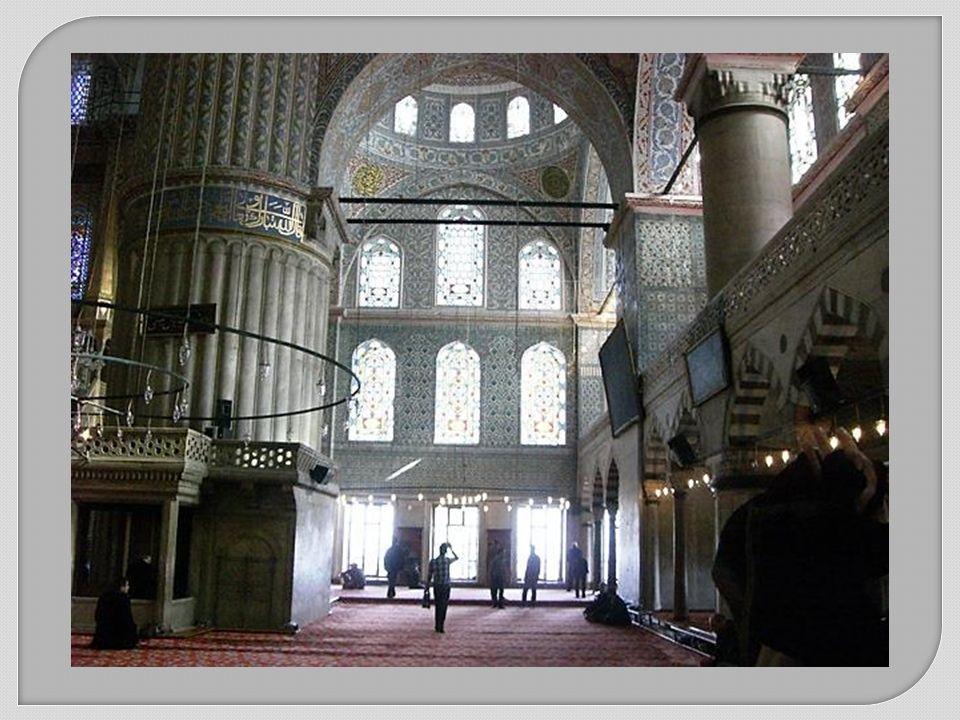 Sultan Ahmet Moschee (Sultanahmet Camii) auch wegen der blau-weißen Fliesen Blaue Moschee genannt.