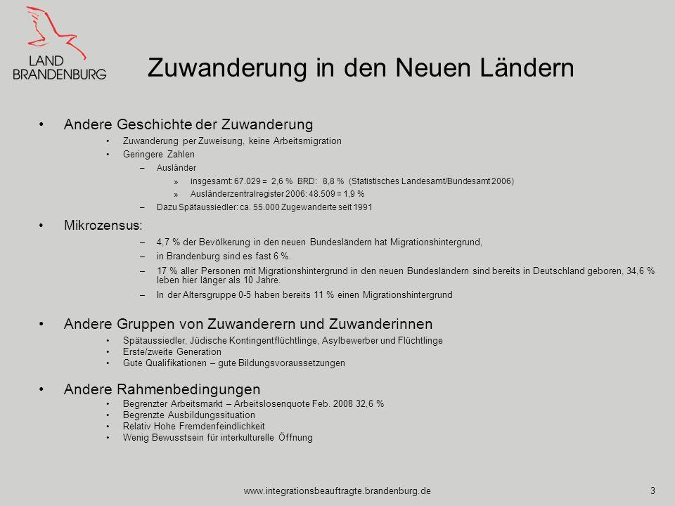 www.integrationsbeauftragte.brandenburg.de14 Fallmanagement: Ziel: jedes Individuum bestmöglich in Arbeit zu bringen Professionalität: –Ressourcen erkennen –Probleme identifizieren –Lösungen anbieten