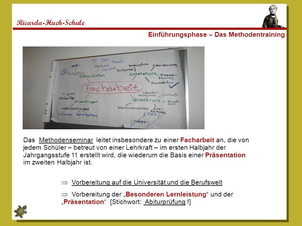 Ricarda-Huch-Schule Einführungsphase – Das Methodentraining Das Methodenseminar leitet insbesondere zu einer Facharbeit an, die von jedem Schüler – be