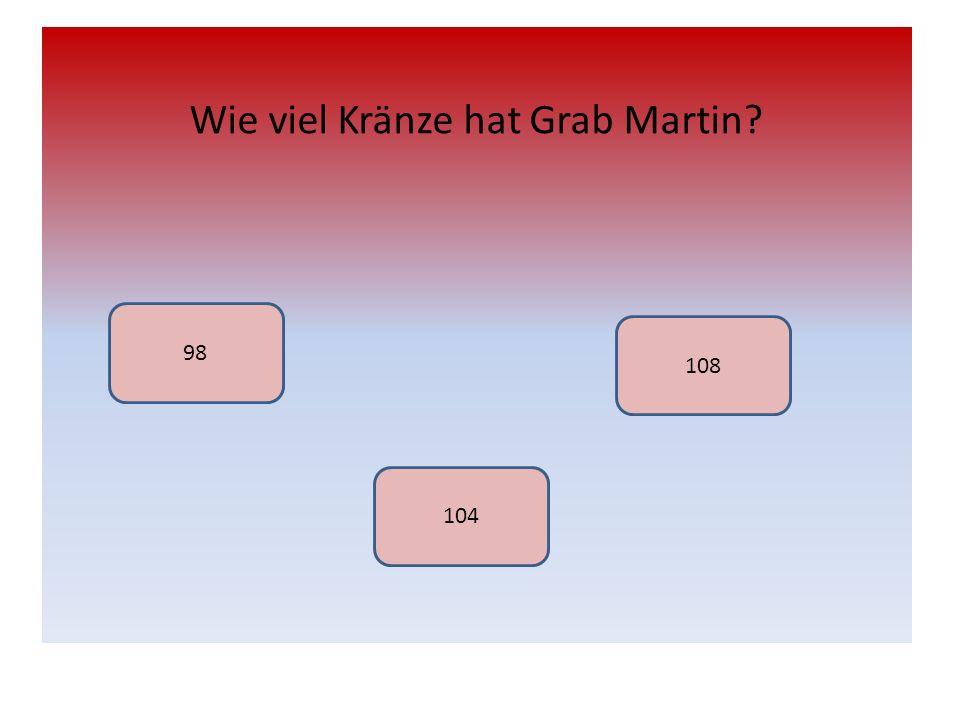Wie viel Kränze hat Grab Martin? 98 104 108