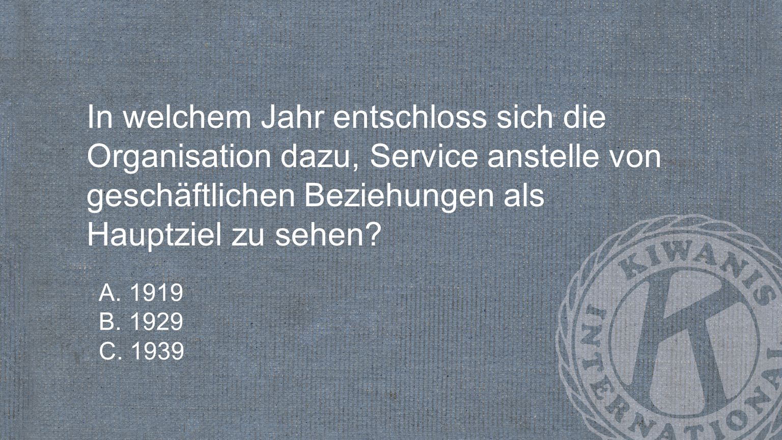 In welchem Jahr entschloss sich die Organisation dazu, Service anstelle von geschäftlichen Beziehungen als Hauptziel zu sehen.
