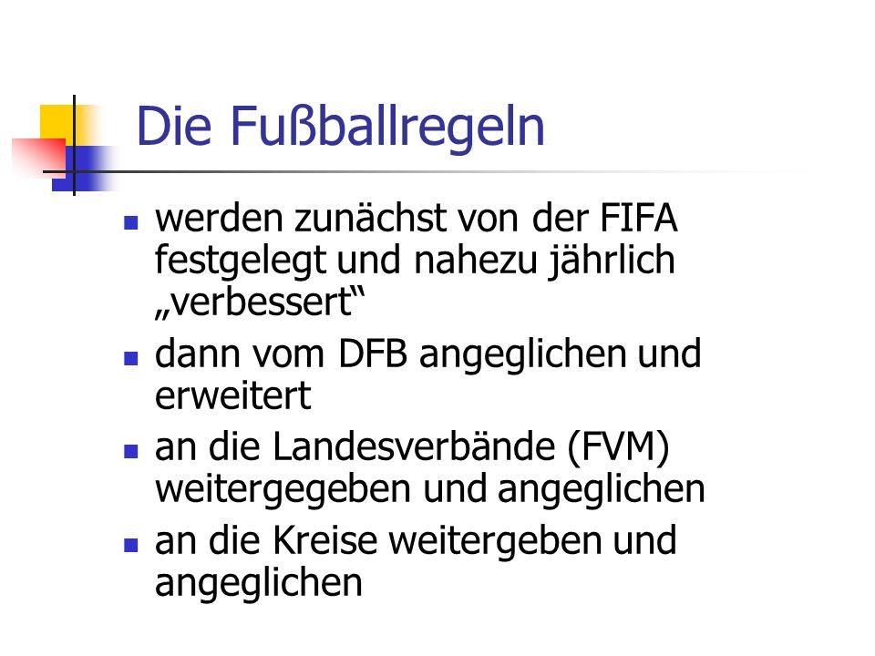 Die Fußballregeln werden zunächst von der FIFA festgelegt und nahezu jährlich verbessert dann vom DFB angeglichen und erweitert an die Landesverbände