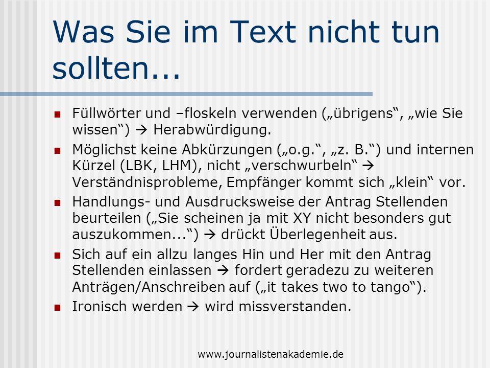 www.journalistenakademie.de Was Sie im Text nicht tun sollten... Füllwörter und –floskeln verwenden (übrigens, wie Sie wissen) Herabwürdigung. Möglich