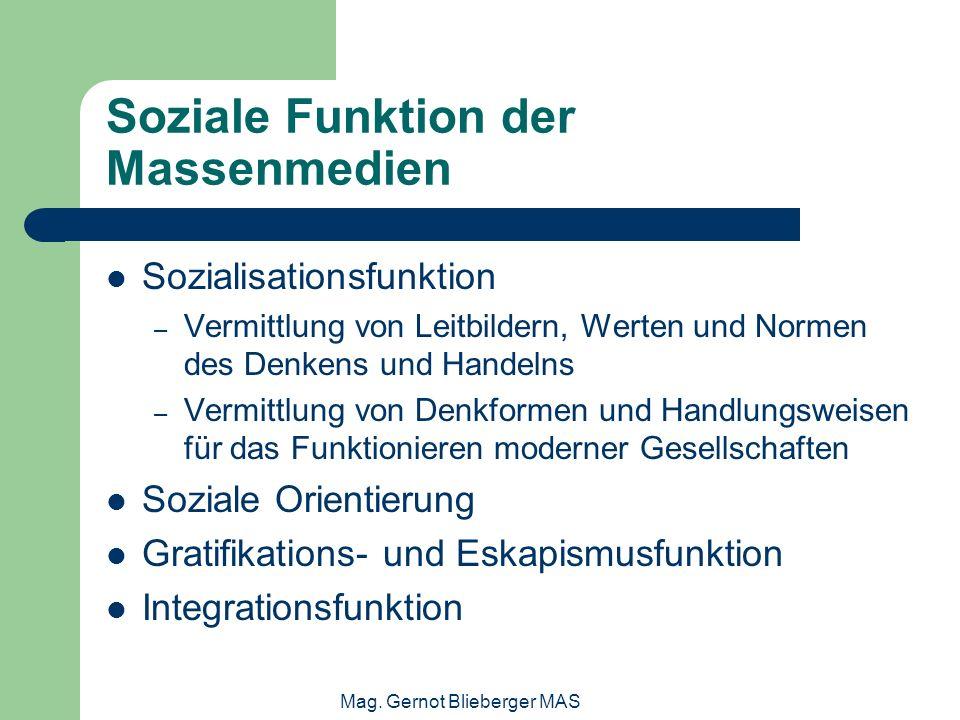 Mag. Gernot Blieberger MAS Soziale Funktion der Massenmedien Sozialisationsfunktion – Vermittlung von Leitbildern, Werten und Normen des Denkens und H