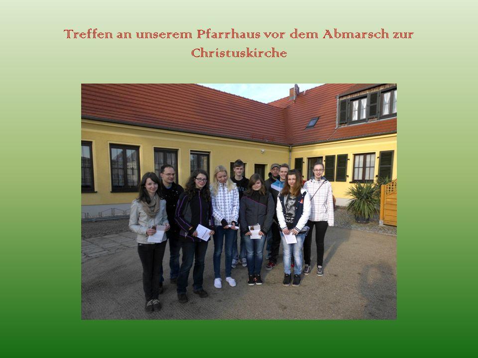 Treffen an unserem Pfarrhaus vor dem Abmarsch zur Christuskirche