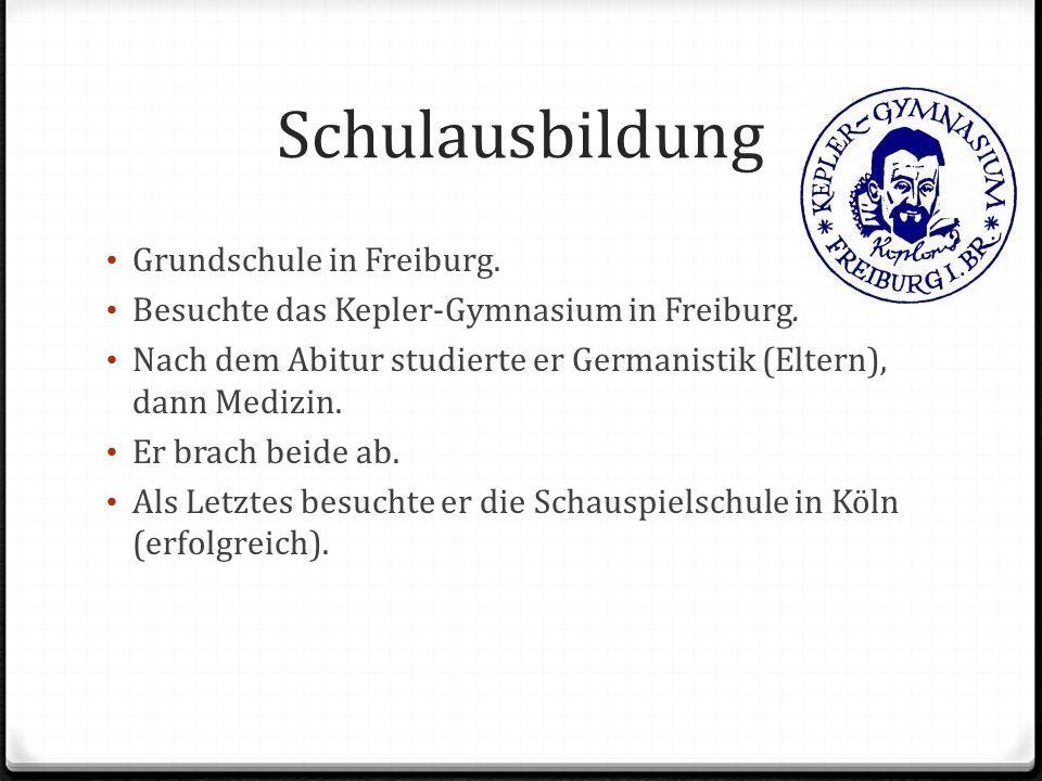 Schulausbildung Grundschule in Freiburg. Besuchte das Kepler-Gymnasium in Freiburg. Nach dem Abitur studierte er Germanistik (Eltern), dann Medizin. E