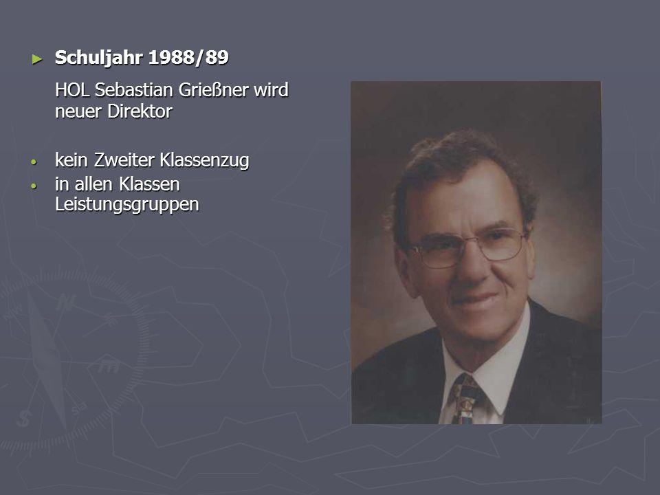 Schuljahr 1988/89 Schuljahr 1988/89 HOL Sebastian Grießner wird neuer Direktor kein Zweiter Klassenzug kein Zweiter Klassenzug in allen Klassen Leistungsgruppen in allen Klassen Leistungsgruppen