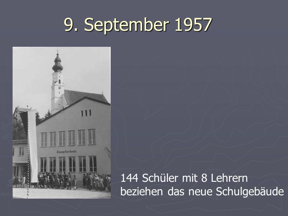 9. September 1957 144 Schüler mit 8 Lehrern beziehen das neue Schulgebäude