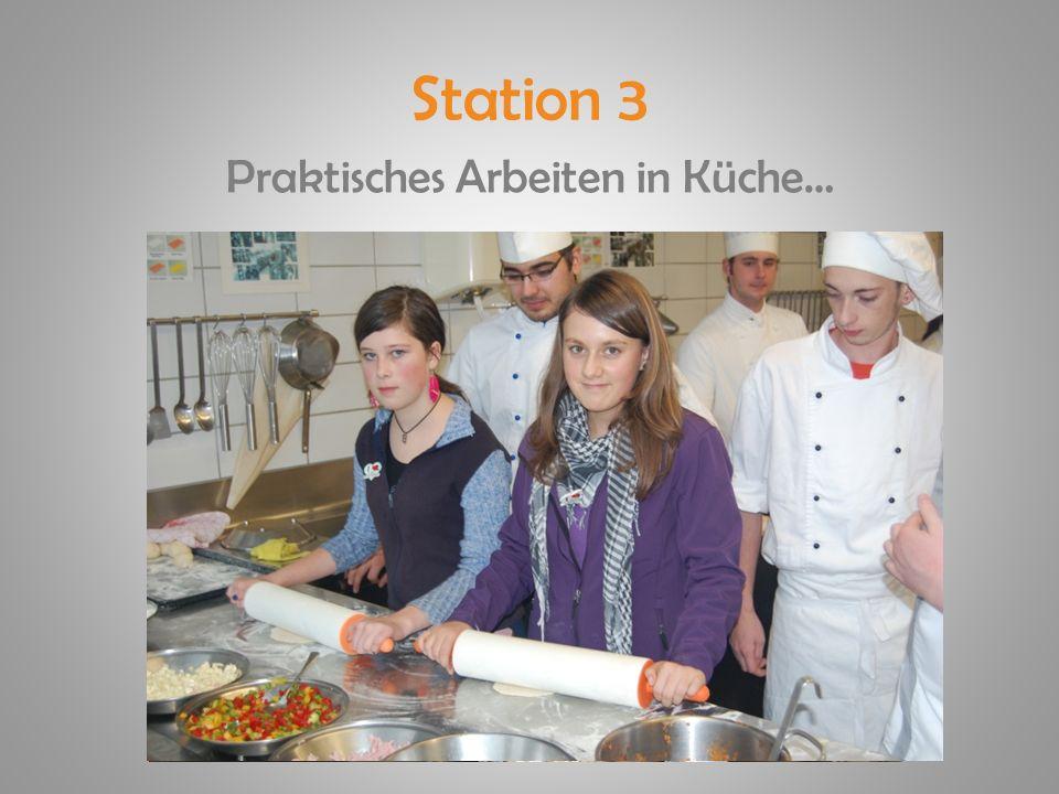 Station 3 Praktisches Arbeiten in Küche…