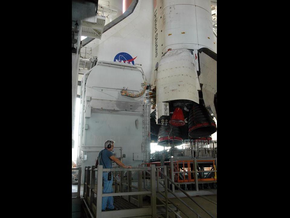 Der Shuttle auf seinem Transporter. Startrampe Weg : Länge : 6 km Zeit : 6 – 8 Std.
