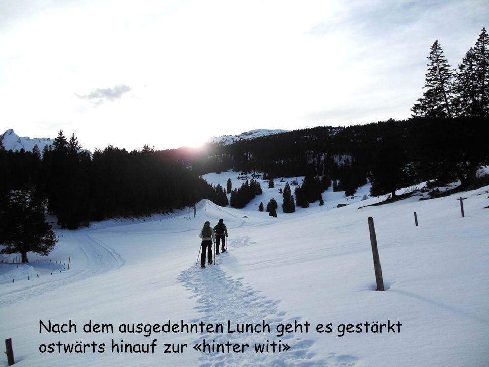 Im osten über dem Rheintal hält der starke föhn die zunehmende Wolkenbildung noch brav zurück.
