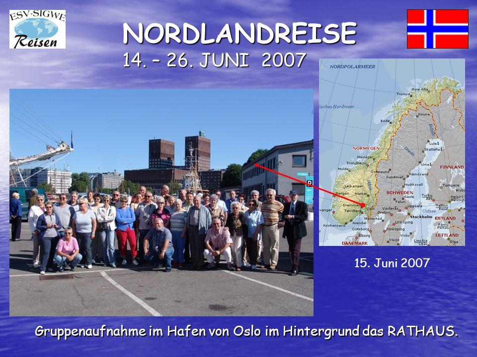 NORDLANDREISE 14. – 26. JUNI 2007 Gruppenaufnahme im Hafen von Oslo im Hintergrund das RATHAUS.