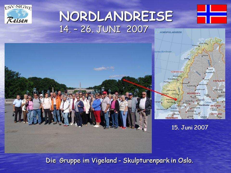 NORDLANDREISE 14. – 26. JUNI 2007 Die Gruppe im Vigeland - Skulpturenpark in Oslo. 15. Juni 2007
