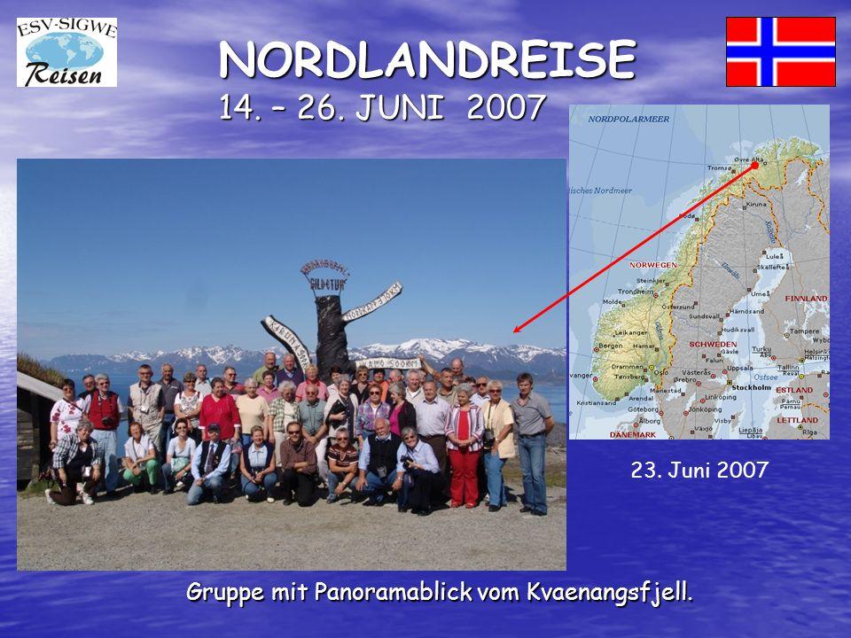NORDLANDREISE 14. – 26. JUNI 2007 Gruppe mit Panoramablick vom Kvaenangsfjell. 23. Juni 2007
