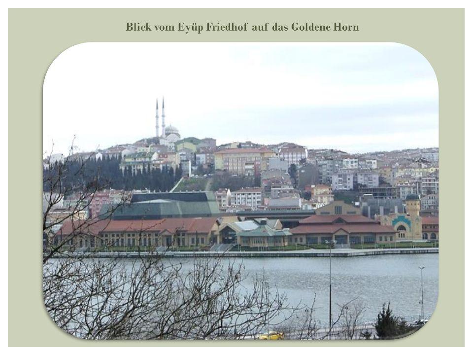 Blick vom Eyüp Friedhof auf das Goldene Horn