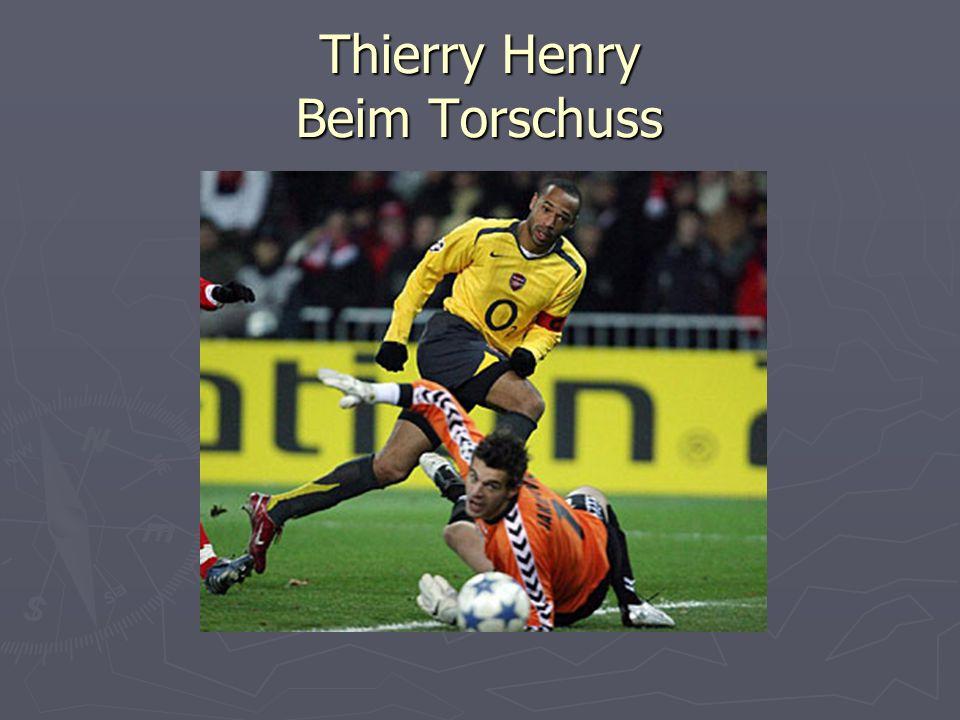 Thierry Henry Beim Torschuss