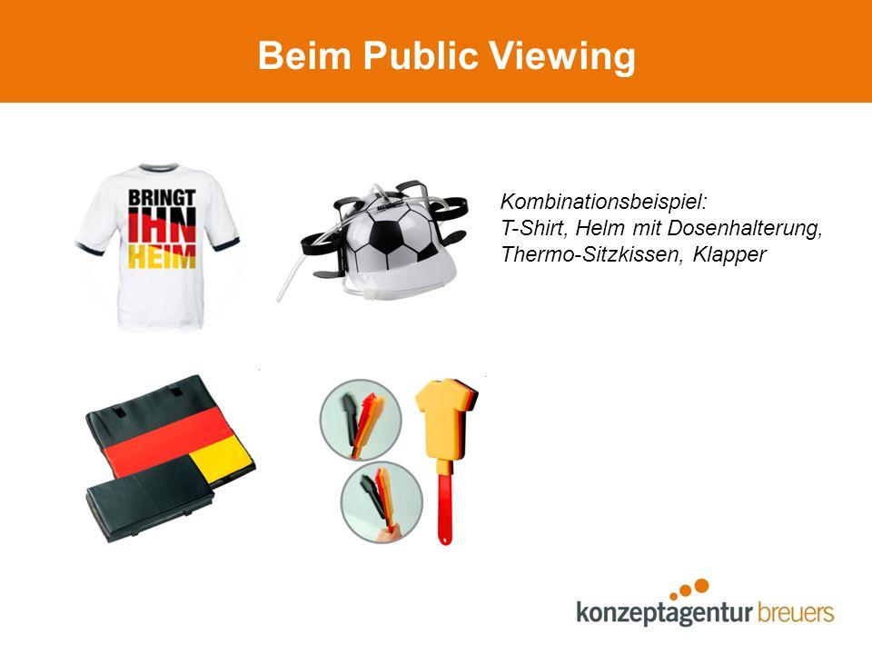 Beim Public Viewing Kombinationsbeispiel: T-Shirt, Helm mit Dosenhalterung, Thermo-Sitzkissen, Klapper