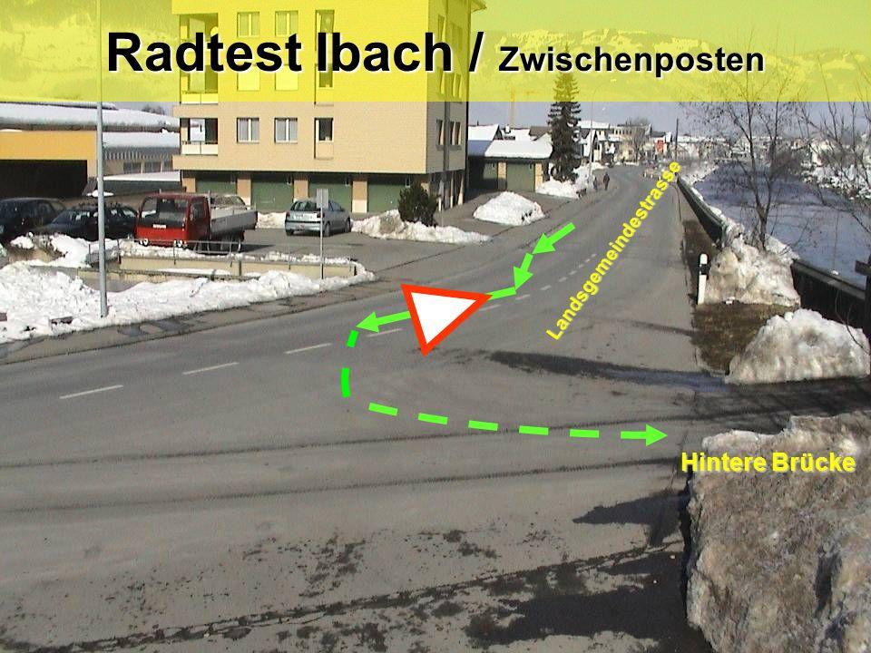 Radtest Ibach / Posten 6 Verhalten bei einem Hindernis Blick zurück / Zeichengabe / Einspuren / Vortritt (Gegenverkehr) .