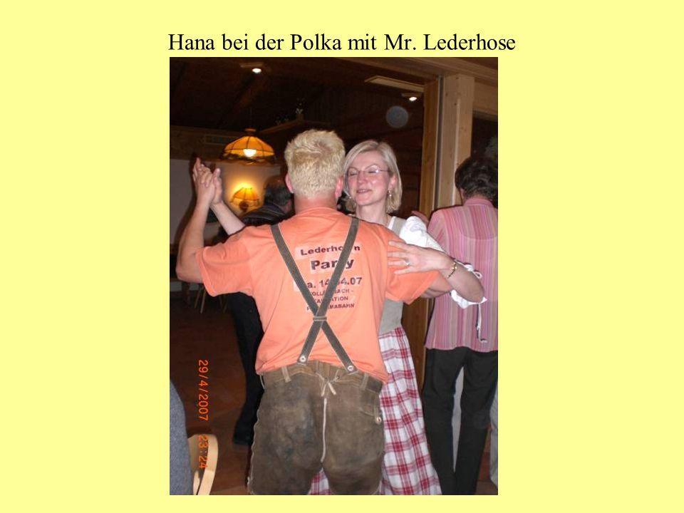 Hana bei der Polka mit Mr. Lederhose