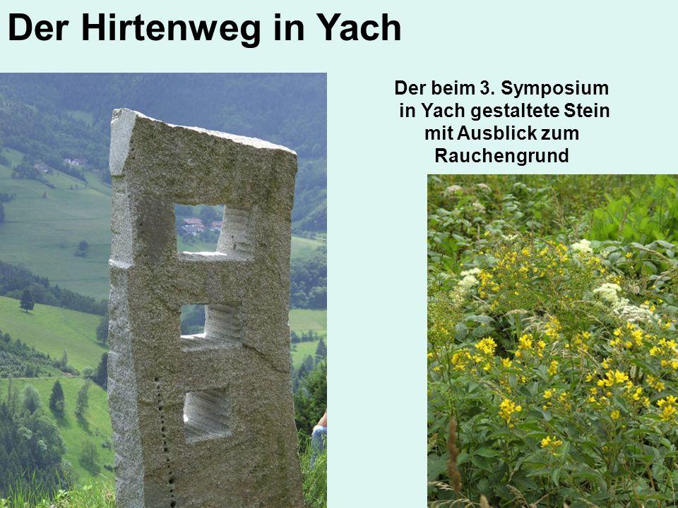 Der beim 3. Symposium in Yach gestaltete Stein mit Ausblick zum Rauchengrund