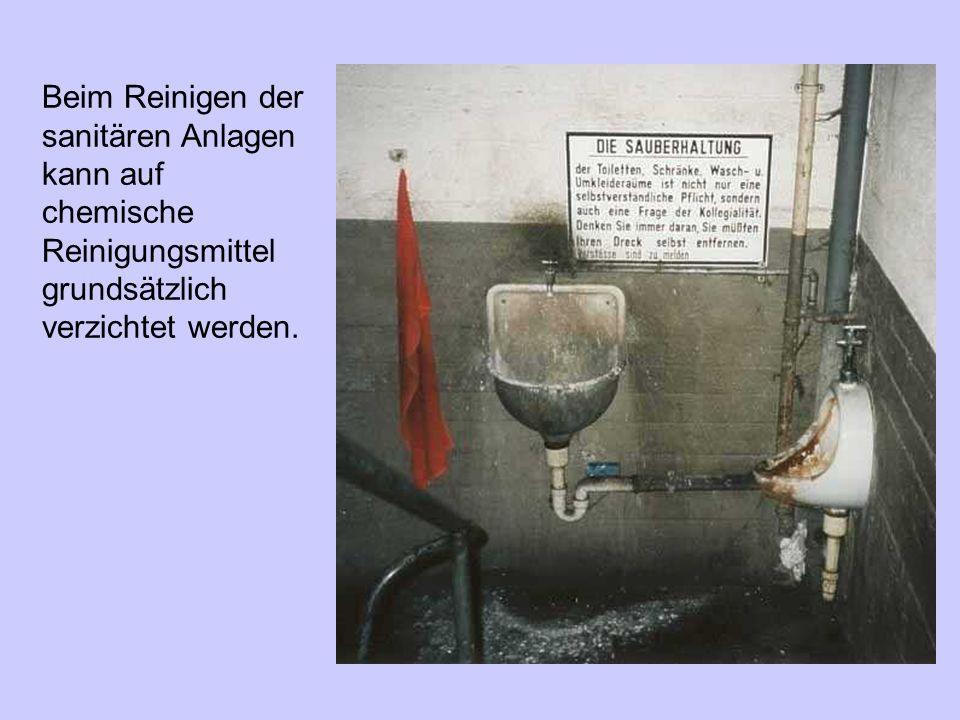 Beim Reinigen der sanitären Anlagen kann auf chemische Reinigungsmittel grundsätzlich verzichtet werden.