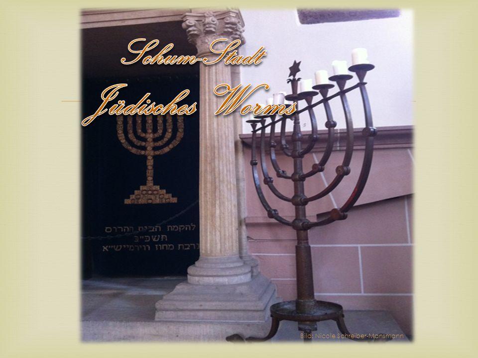 Judenviertel/Judengasse Pogrome 1349 und 1615 Wehrgang durch ein jüdisches Wohnhaus Bilder: Rebecca Geppert