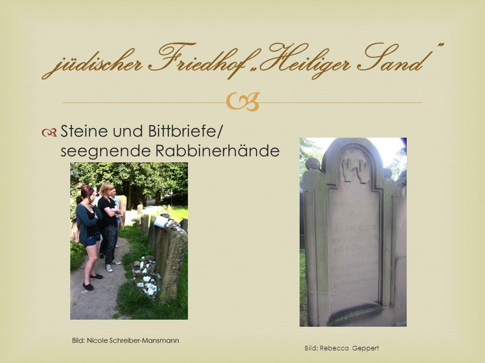 jüdischer Friedhof Heiliger Sand Steine und Bittbriefe/ seegnende Rabbinerhände Bild: Rebecca Geppert