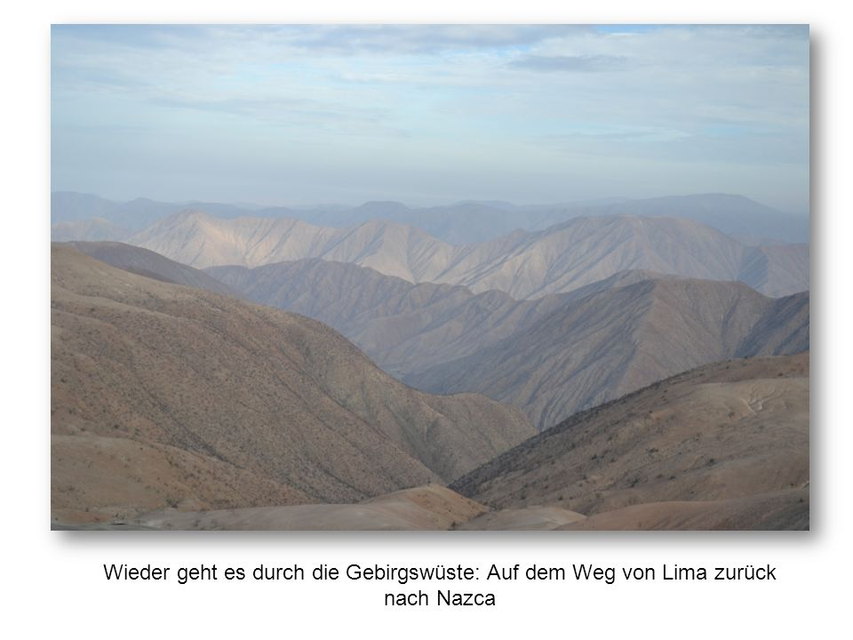 Wieder geht es durch die Gebirgswüste: Auf dem Weg von Lima zurück nach Nazca