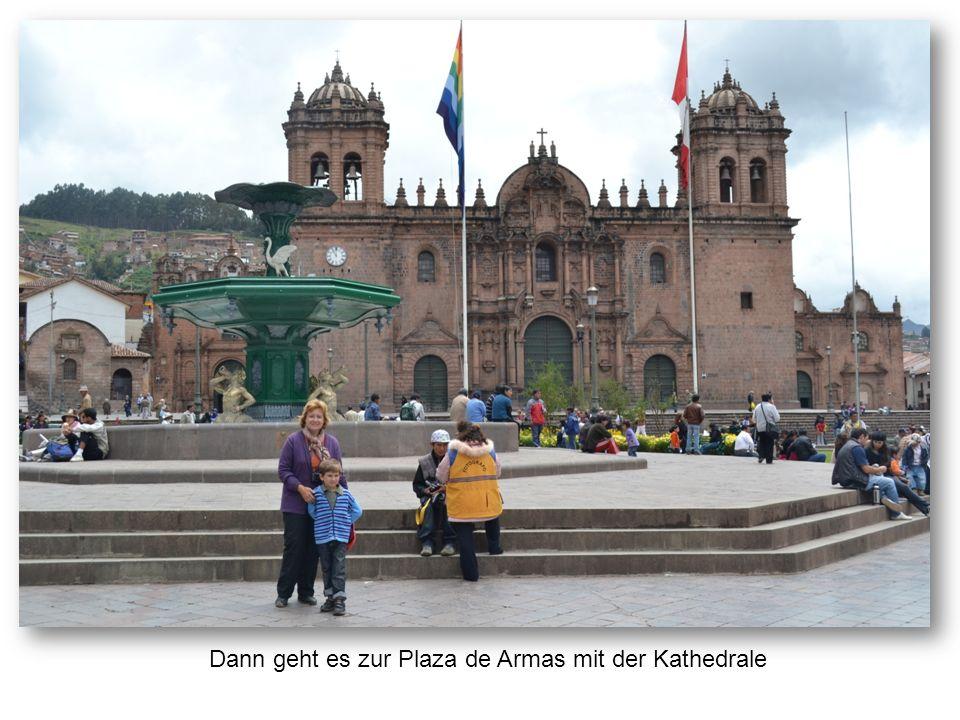 Dann geht es zur Plaza de Armas mit der Kathedrale